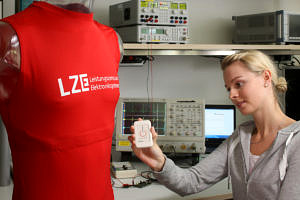The FitnessSHIRT has two integrated electrodes and a breathing band to record a single channel ECG and measure breathing rate. The data is collated in a single electronic unit and then sent via Bluetooth low energy to a smartphone, for example. (Image: Fraunhofer/Kurt Fuchs)
