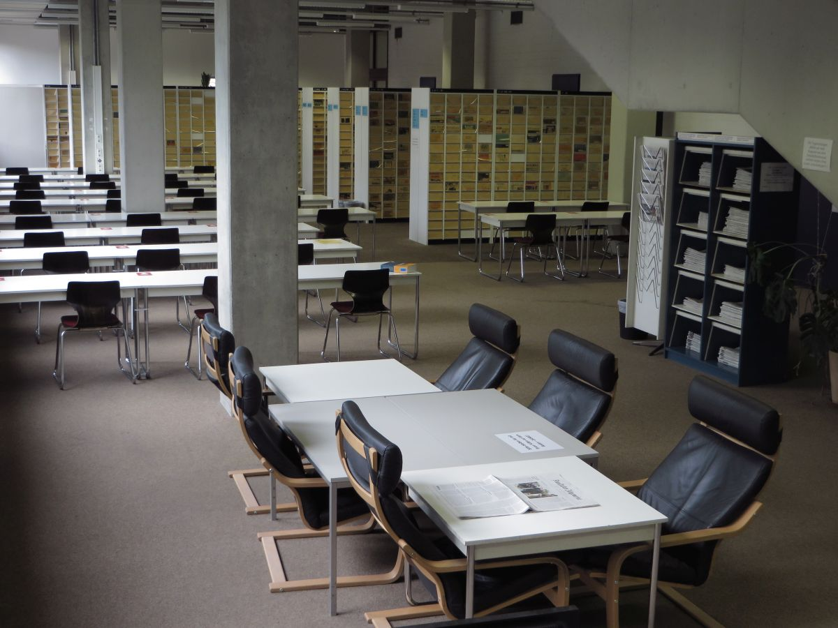 Main Library: journal reading room (image: FAU/Christoph Ackermann)